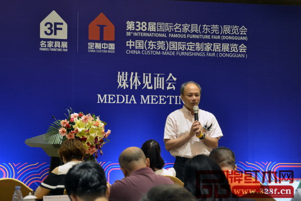 媒体提问环节上,名家居世博园总经理许宗彤指出,定制家居已经成为推动家具行业发展的一股新力量