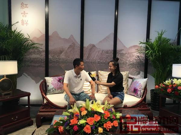 中山家具商会会长、红古轩品牌创始人吴赤宇接受媒体采访