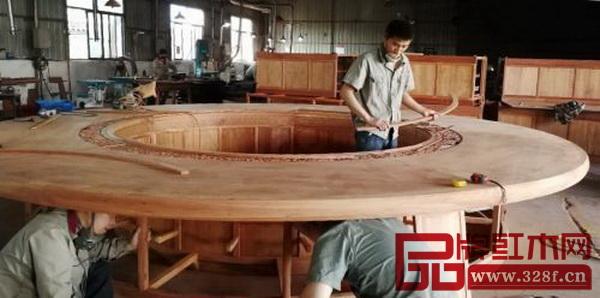 主会场红木家具圆桌制作过程
