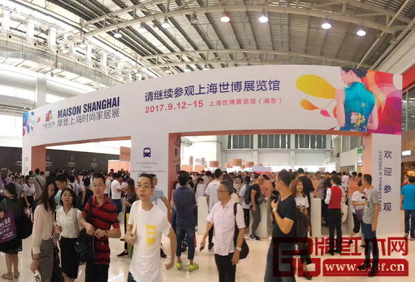 9月12日,摩登上海时尚家居展在上海世博展览馆惊艳亮相,吸引了众多观众