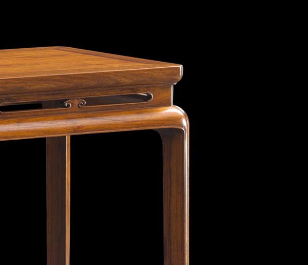 《黄花梨·带托尼束腰开光酒桌》及其细节