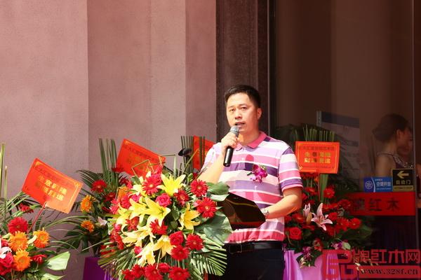 大汇堂董事长胡春龙在致辞中阐明了打造紫檀艺术馆的初衷和对于品牌发展的意义