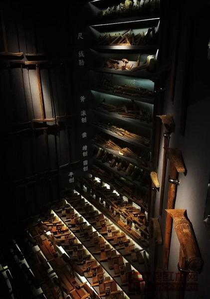 """""""相古美术木作工具展""""主要展出清代及民国时期的斧、刨、锯、锤、钻、凿、锉等三十多种中国传统木作工具"""