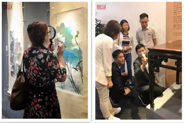 """区氏臻品团队在香港""""木趣居-家具中的嘉具""""展览仔细研究家具"""