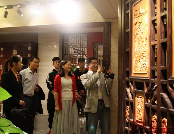 江苏省镇江市与丹阳市贵宾一行参观红古轩