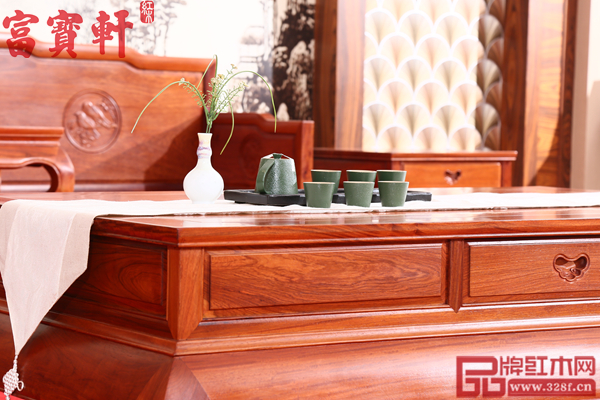 富宝轩红木缅甸花梨《花鸟罗汉床沙发》细节展示