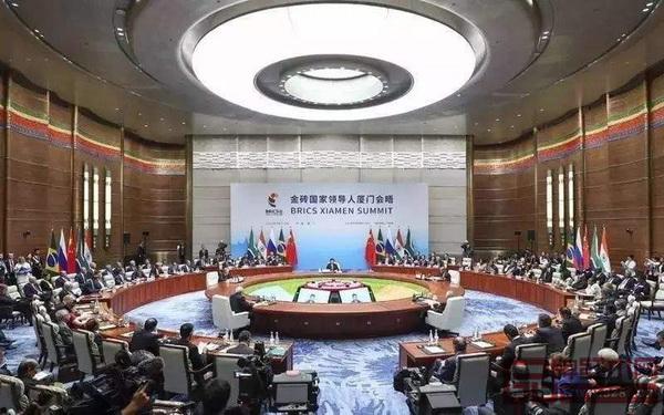 2017年9月,金砖国家领导人第九次会晤主会场选用了红木会议桌