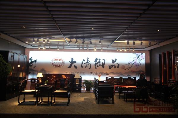 家具精美、布置典雅大清御品东博会展厅布置得古色古香