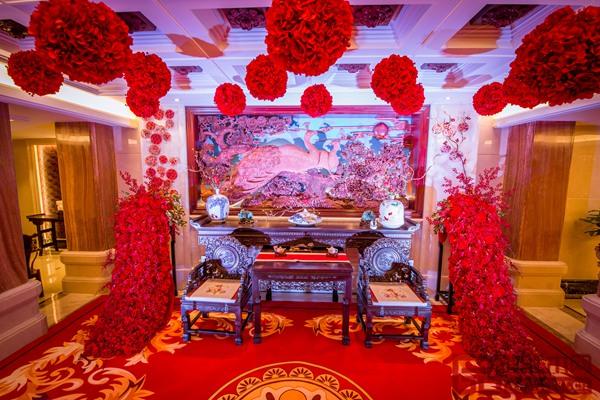 图三1浙江艺术紫檀博物馆馆长李晓东送给女儿一场梦幻、庄严、古典的中式婚礼