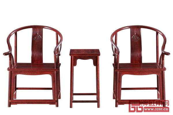 波�家具――《小�~紫檀素板圈椅》