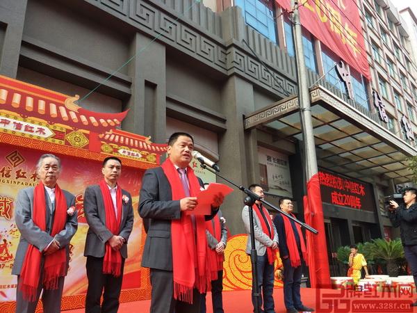 中信红木二十周年感恩庆典上,李忠信表示将继续发扬中信红木以信经商的优良传统,把品牌推向更高的高度