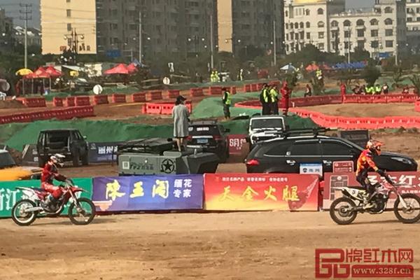 陈王阁红木广告牌在大赛现场