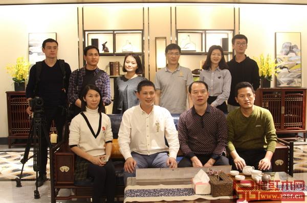 红古轩品牌创始人吴赤宇(前排左二)接待郴州桂阳的媒体朋友