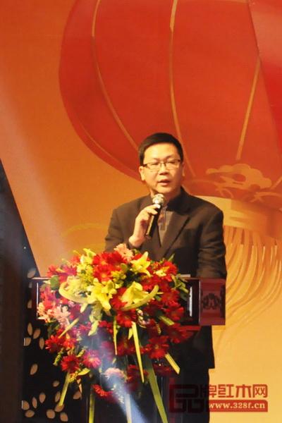 大涌镇党委委员欧阳凯在讲话中高度肯定了东成红木品牌的实力与魅力