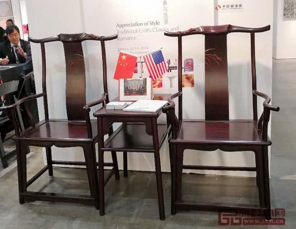 红宝轩《大明雅韵·辉煌腾达官帽椅》,其研发的红木家具曾亮相首届中法文化论坛