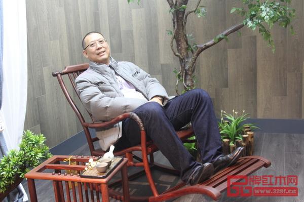 缅甸家具工业商会KYAW KYAW WIN会长体验红古轩红木家具