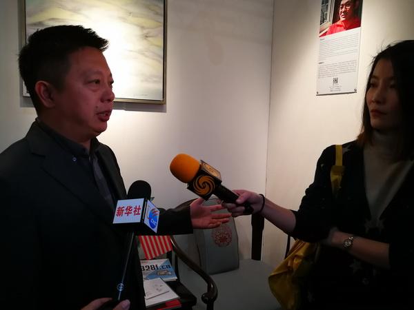 中国传统工艺大师、明堂红木创始人张向荣接受新华社、凤凰卫视等媒体采访