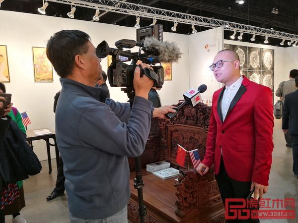 卓木王总裁杜长江在展会现场接受美国国家电视台采访
