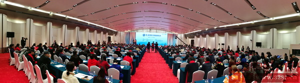 第八届中国红木家具品牌大会圆满举行,相关政府部门领导、专家学者、企业精英数百人出席了盛典