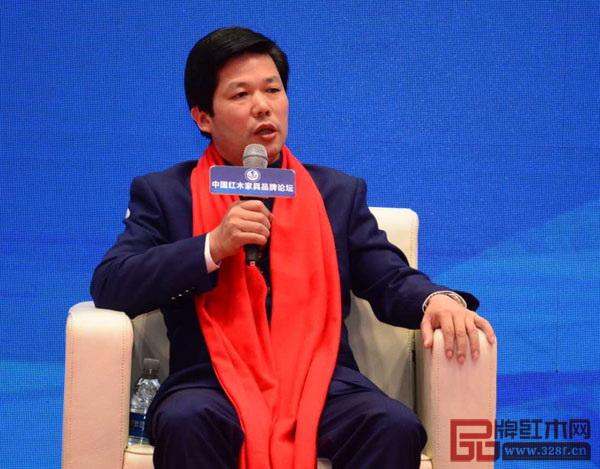 """东成红木董事长张锡复就《中国制造2025》战略下红木家具品牌如何弘扬""""大国工匠精神""""畅谈自己的看法"""