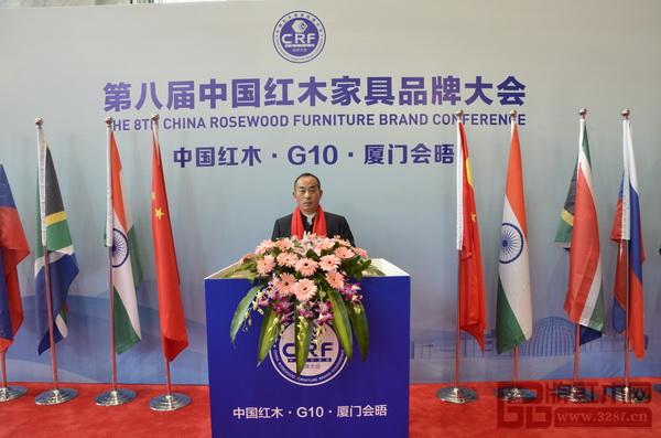 昆明林达宏红木董事长张伯林出席第八届中国红木家具品牌大会