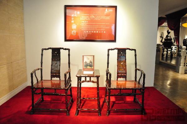 受邀参加国家文化部批准的美国洛杉矶国际艺博会中国国家展的深圳丝翎檀雕红木家具《当代君子竹节椅》