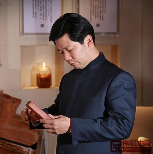 中国传统工艺大师中山东成红木董事长张锡复
