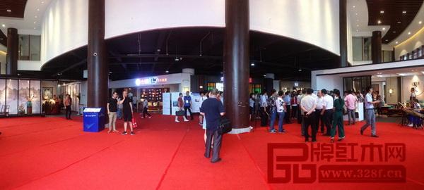 中山红博会展会面积达3万平方米,主展馆设在红博城四首层会展中心