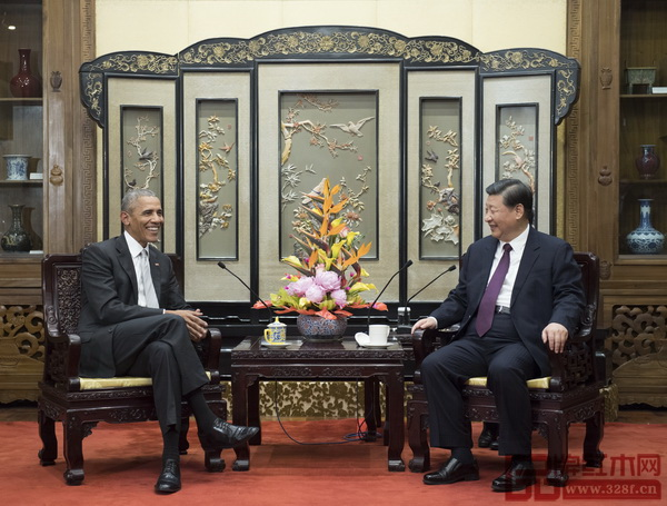 国家主席习近平在北京钓鱼台国宾馆会见美国前总统奥巴马时落坐红木家具