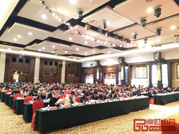 东阳市红木家具行业协会第二届第四次会员代表大会现场