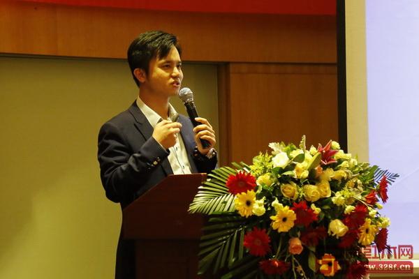 全联艺术红木家具专业委员会执行会长、弘木传媒CEO林伟华进行分享