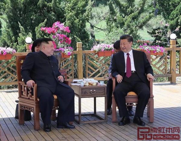 中朝两国大连会晤,两国领导人落座红木家具