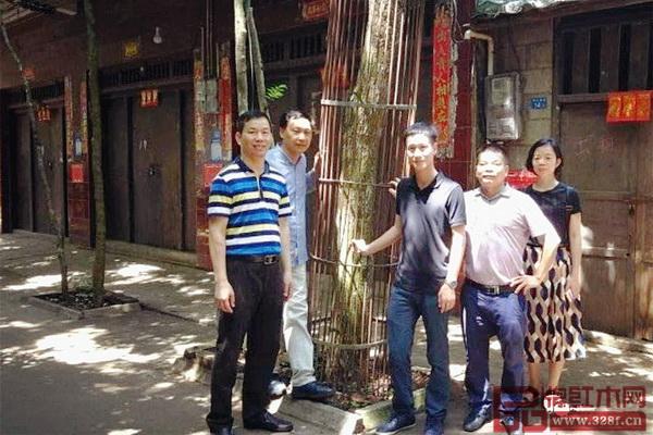 区氏臻品团队拜访了海南当地多位黄花梨行家