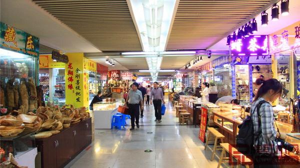 东阳中国木雕城一期市场木雕街