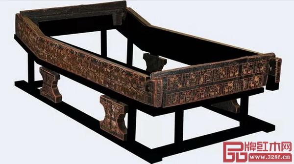 成都商业街古蜀开明王朝晚期王族船棺葬出土的漆床