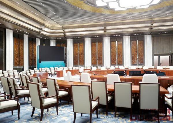 明堂红木所提供的上合峰会主会议桌典雅、大气