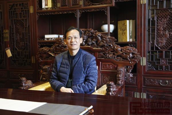 海强红木董事长马海荣坚持做精品不将就