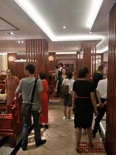 杭州金华商会成员来纯本森活新展厅参观