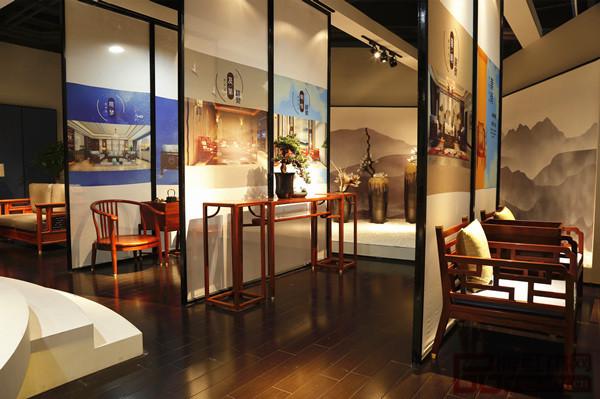 志成红木展位设计充满东方文化意蕴,吸睛无数