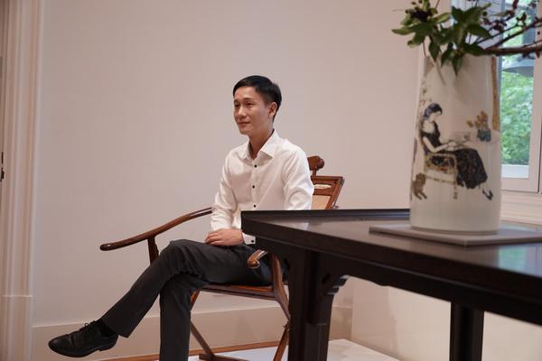 区氏臻品总经理区锦泽在佳士得上海预展现场