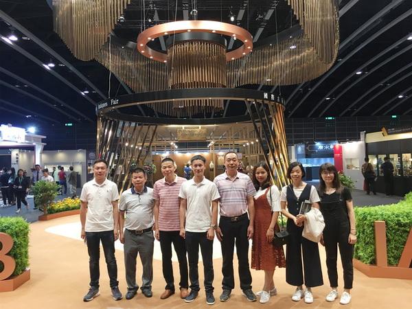"""2018年6月,区氏臻品团队自海南""""寻宝""""后,再次来到香港,一览精彩纷呈的国际古玩展,持续为秋拍做准备。"""