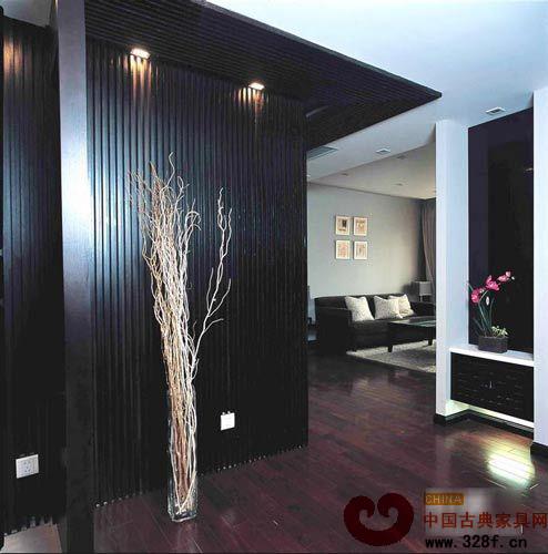 玄关黑色背景墙造型与客厅背景墙相互辉映