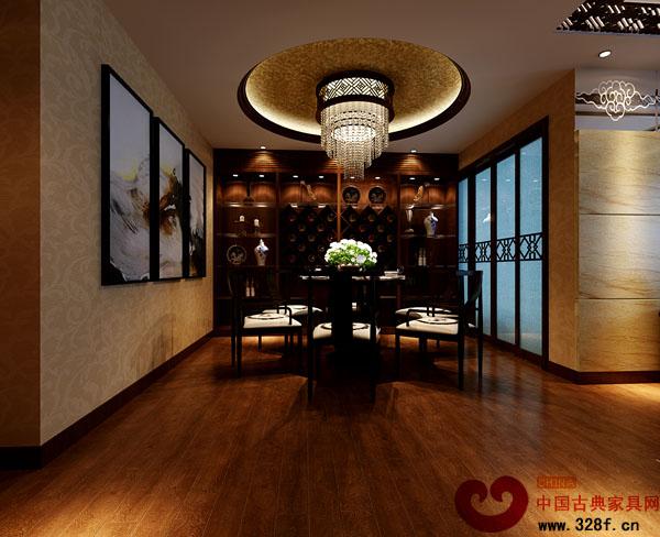 实木饰品装饰柜内展示青花瓷饰品,整体家具运用的是现代的实木沙发与图片