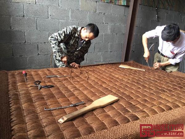 宫派全山棕床垫制作现场,手工制作更加舒适耐用
