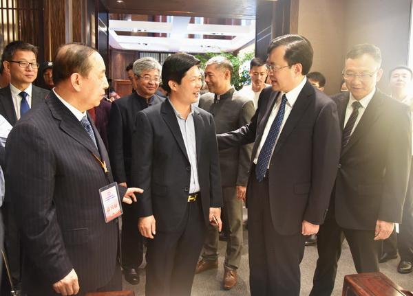 2018中山红博会上,东成红木·文宋受到政府领导、行业专家一致称赞
