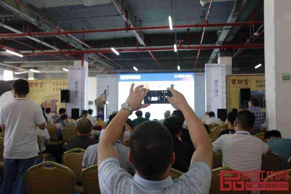 第二届(2018)中国新中式红木家具论坛现场