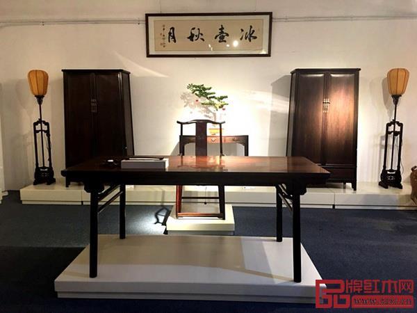 江西鲁班木艺产业有限公司《龙头罗锅枨画案》