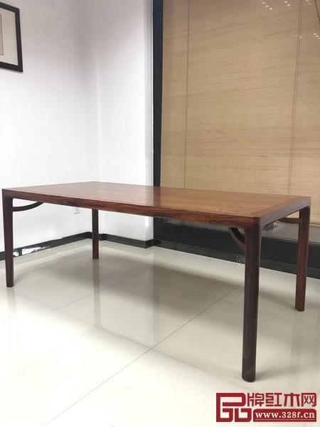 图10 白酸枝霸王枨圆腿条桌