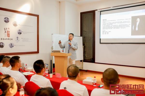 4、北京老贾话真管理咨询有限公司创始人、著名家具营销策划师贾洪章红木营销主题分享