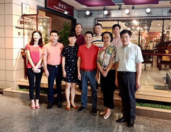 中国家具协会领导盛赞红古轩亚博体育下载苹果家具